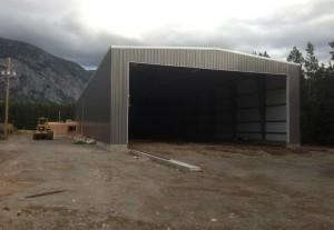 Pre-fabricated steel building
