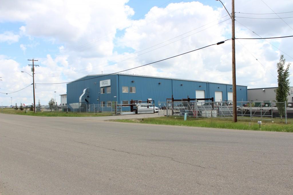 Pre-engineered metal warehouse building